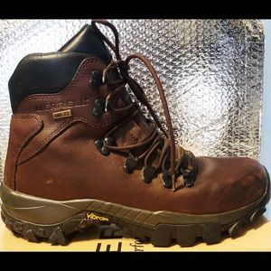 Merrell Gore-Tex Womens hiking boots -8.5- USED 🥾